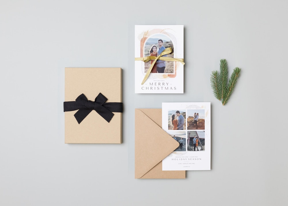 5x7 holiday Flat Cards styled with kraft Premium Packaging