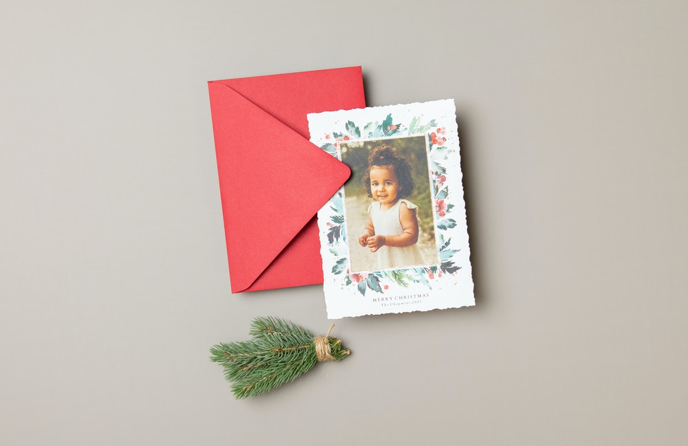 Deckled edge shape 5x7 holiday Flat Card design with red premium envelope