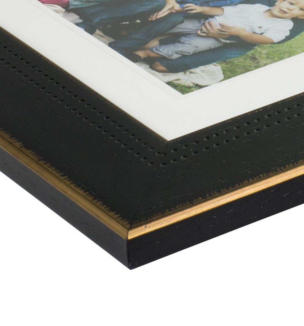Framed Print Deluxe Toffeecrunch moulding corner detail