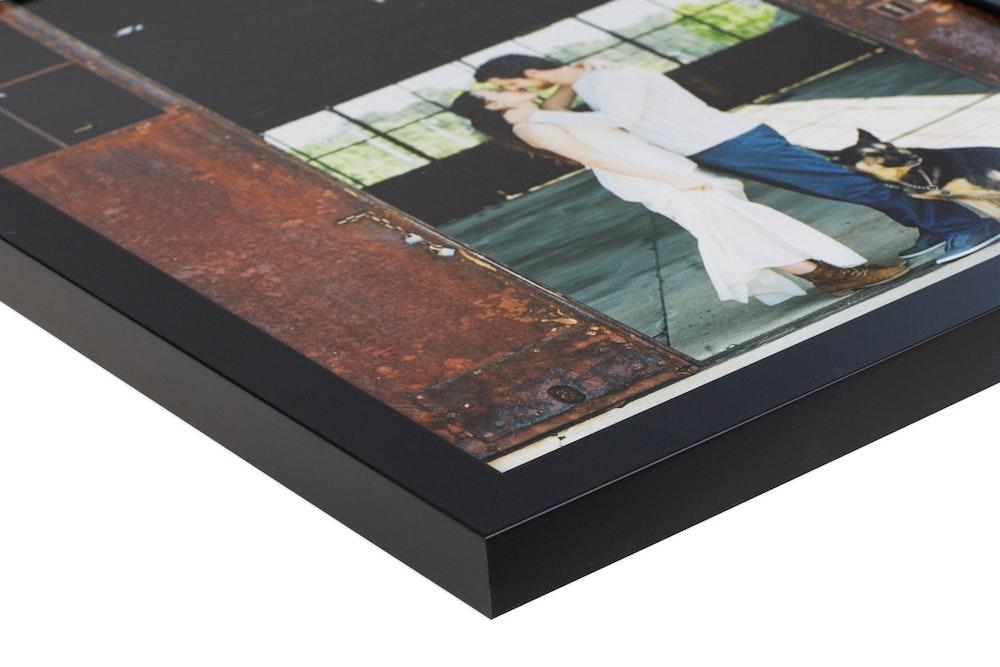 Black Gallery Frame moulding corner detail
