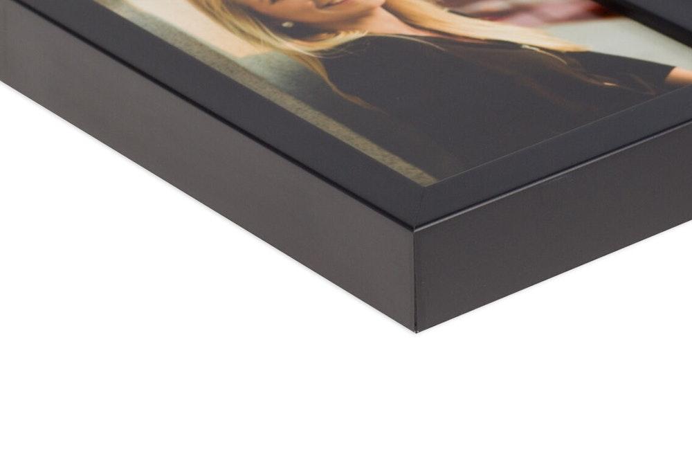 Framed Print Black Gallery Fine moulding corner detail