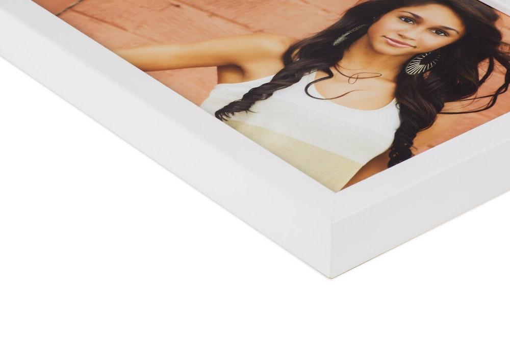 White Gallery Fine Frame moulding corner detail