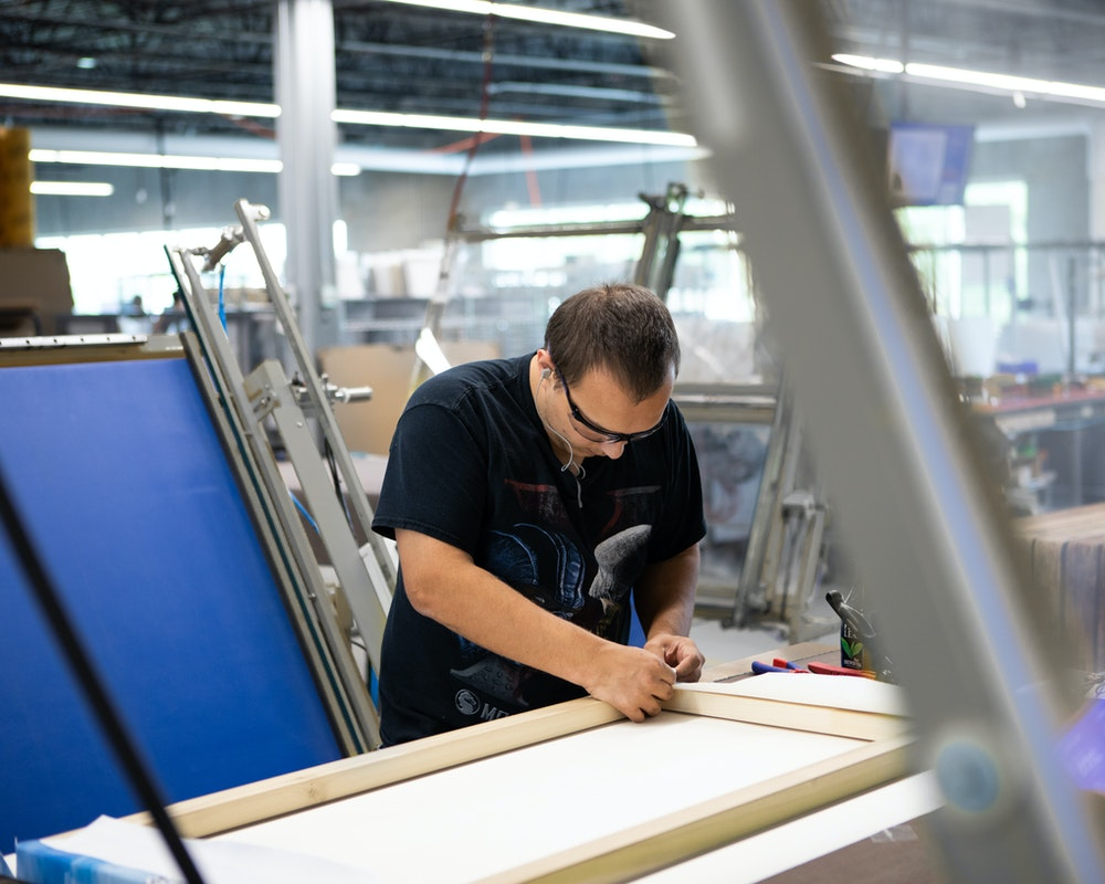 Gallery Wrap Float Frame production canvas stretching