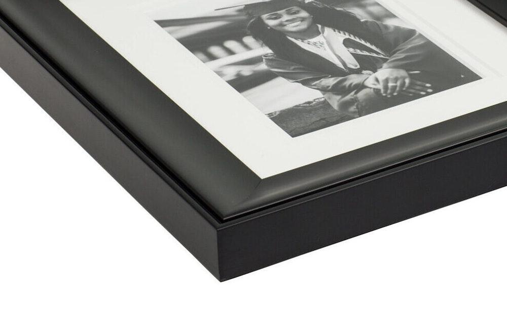 Black Lexington Frame moulding corner detail