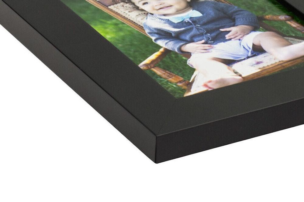 Black Slim Frame moulding corner detail