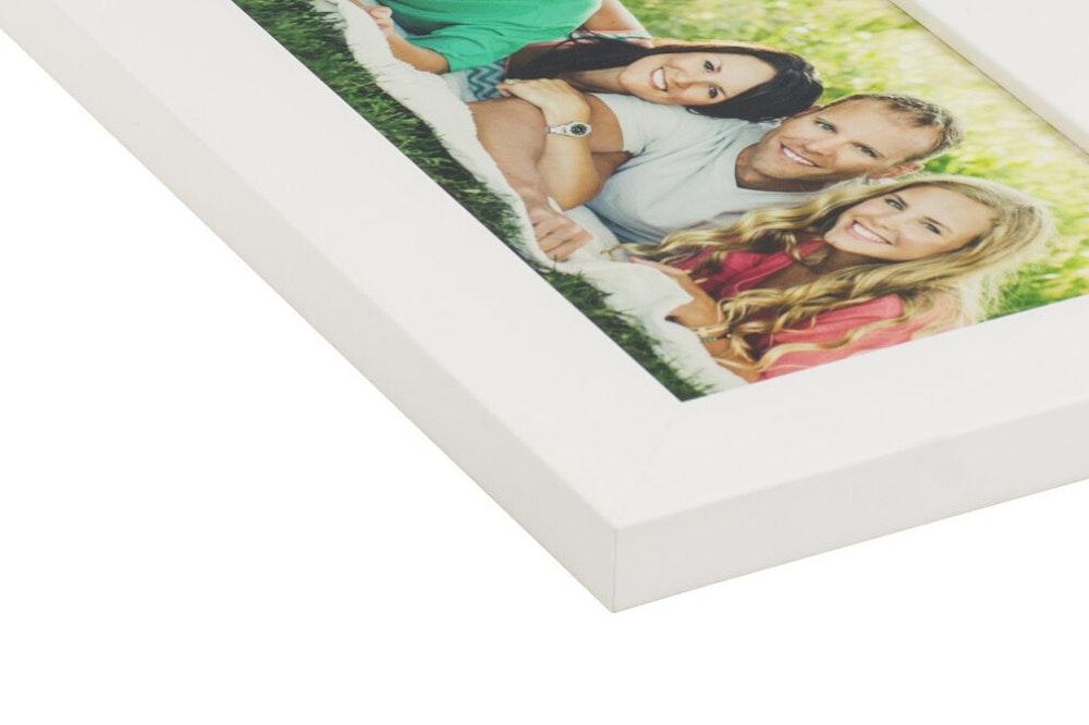 White Slim Frame moulding corner detail
