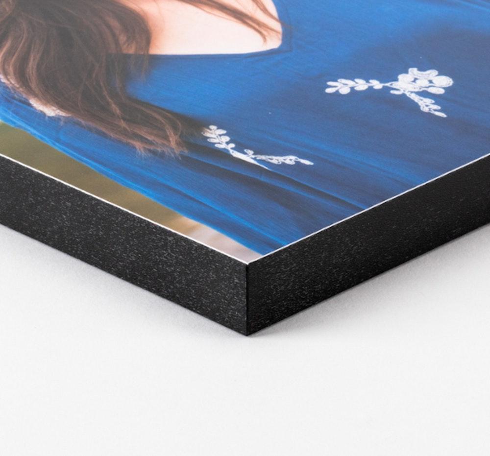 "¾"" Black edge Standout mounting corner detail"