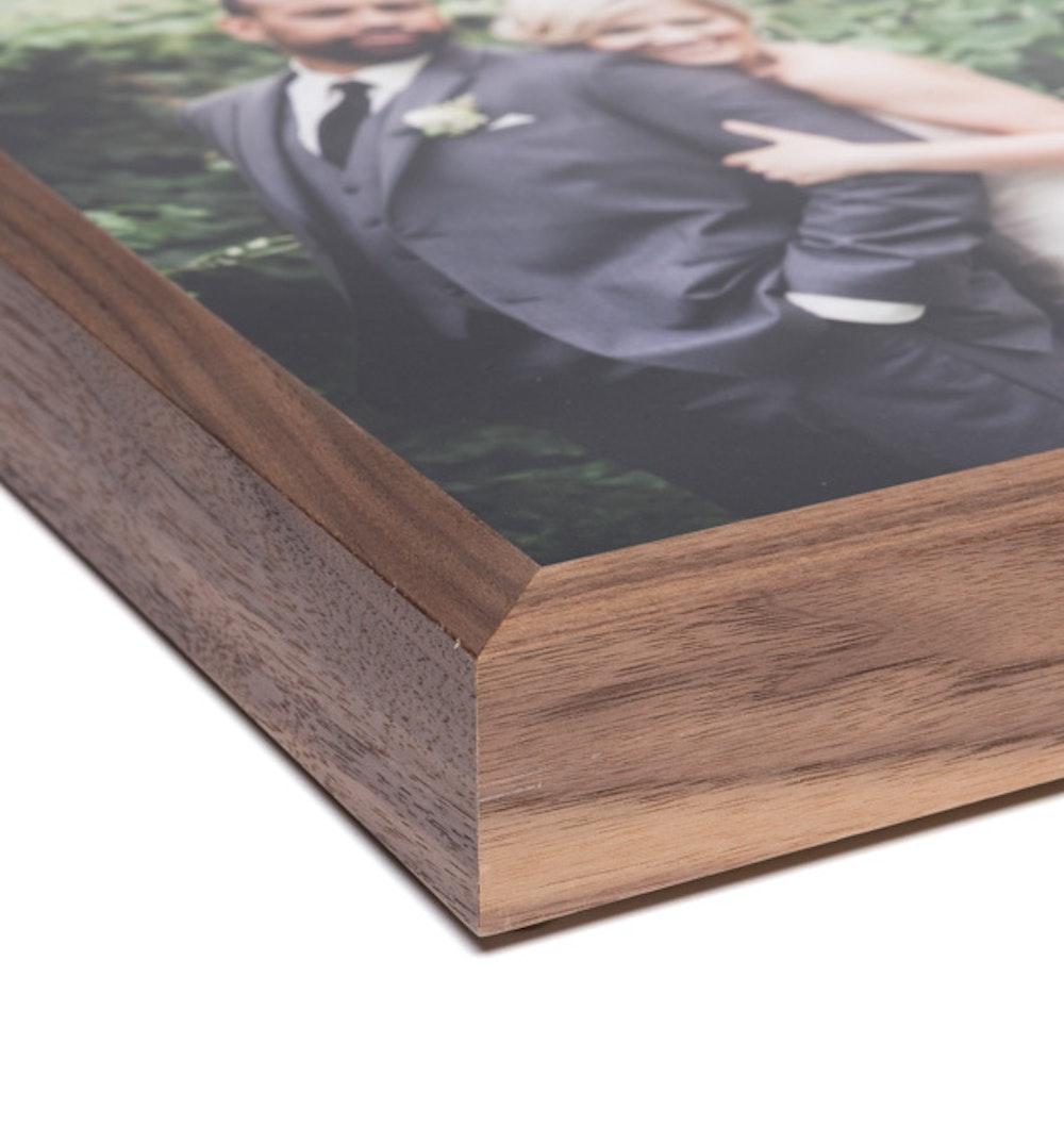 Woodland Walnut Frame moulding corner detail